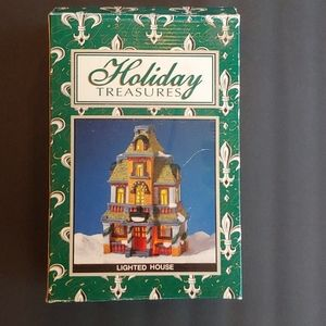 Holiday Treasures Lighted House